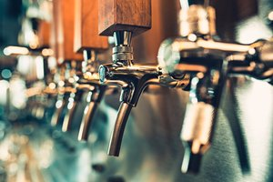Odprli prvi pub na svetu, ki ga ''poganjajo'' človeški iztrebki