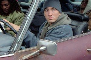 Je to dokaz, da je Eminem leta 2006 umrl in ga je nadomestil klon?