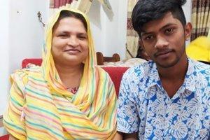 Po 16 letih našla sina, pogrešanega po cunamiju leta 2004