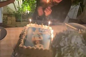 Zvezdnici med pihanjem svečk na torti zagoreli lasje