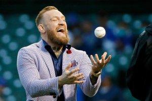 McGregor se je pred tekmo bejzbola osmešil pri otvoritvenem metu