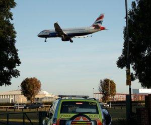 Britanska policija podnebnim aktivistom preprečila zaprtje Heathrowa