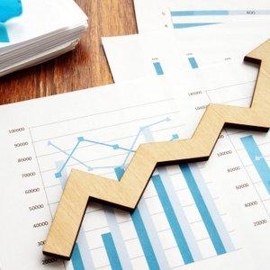 Gospodarska rast bo predvidoma že letos dosegla predkrizno raven