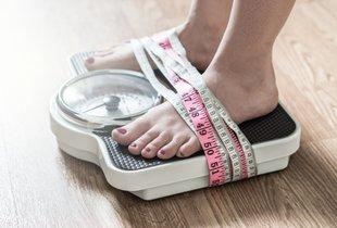 7 simptomov motenj hranjenja, ki nimajo nič skupnega s težo