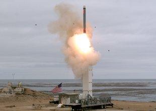 Prvi preizkus ZDA: v zrak izstrelili novo raketo srednjega dosega