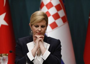 Kolinda Grabar-Kitarović po umiku Titovega kipa: 'Joj, Mate, a smo morali to ...