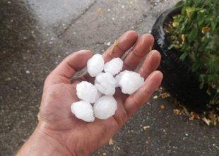Po Sloveniji nevihte, ponekod toča