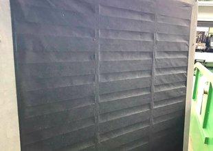 Voznika na gorenjski avtocesti trčila v 'izgubljeno' sedežno