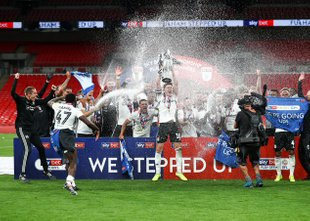 Zmeda pri Fulhamu: Khan se je opravičil navijačem, Parker razočaran