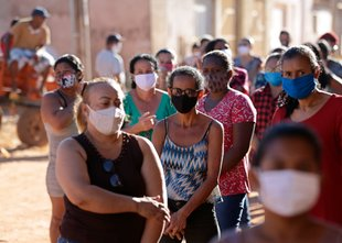 Koronavirus po svetu: več kot 18,5 milijona okužb, več kot 700.000 smrti