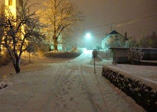 Sneg zajel južno in osrednjo Slovenijo