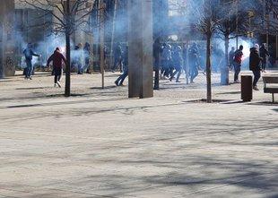 Množični pretep navijačev Maribora in Olimpije na Trgu Leona Štuklja