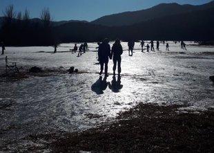 Na ledu ni nikoli stoodstotne varnosti, previdno pri rekreaciji