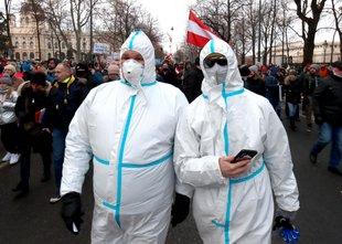 Avstrija ostaja zaprta do 7. februarja, za javni promet obvezne maske FFP2
