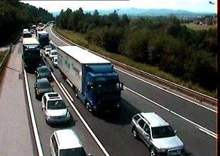 Več prometnih nesreč ohromilo slovenske ceste