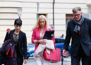 Julija Adlešič in Sebastien Abramov na sodišču v solzah, Hafnerjeva s povsem ...
