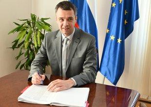 Pravosodni minister Dikaučič je dvignil sodno pošto