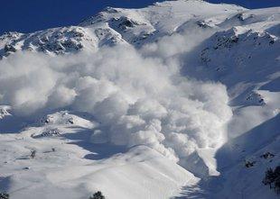 Katere vrste snežnih plazov poznamo?
