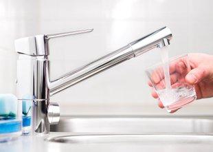 V Sloveniji najmanj deset vodovodov, onesnaženih z bakterijo Ecoli