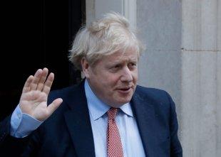 Britanski premier, ki je okužen s koronavirusom, sprejet v bolnišnico
