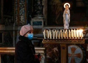 V Italiji upadlo število novih okužb, a narašča število smrti