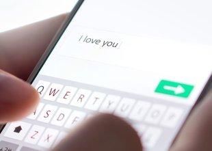 Prek facebooka spoznala moškega, mu nakazala 70.000 evrov, nato se ji ni več ...