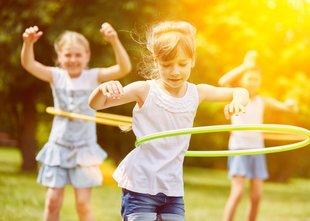 'Če želimo otrokom pričarati otroštvo, se je treba znati razbremeniti in ...