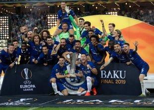 Hazard in Giroud potopila Topničarje za slavje v Ligi Evropa