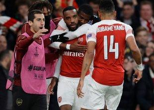Arsenal v izdihljajih do lepe prednosti, a Valencia je 'živa', remi v Frankfurtu