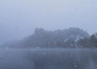 Ali letošnja neobičajno hladna pomlad pomeni začetek ledene dobe?