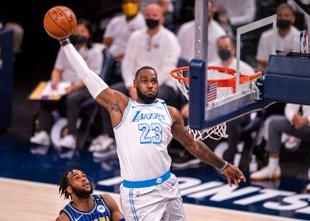 'Kralj' se je vrnil: Lakersi slavili, Netsi do zmage z 'velikimi tremi'