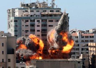 Sedmi dan nasilja: Netanjahu obljublja 'odločen odziv' in nadaljevanje napadov
