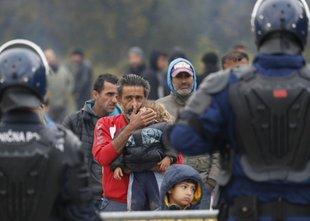 Hrvaški policisti ovadeni zaradi suma kršitev pravic migrantov