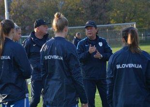 Slovenske nogometašice s 'petardo' odpravile Slovakinje