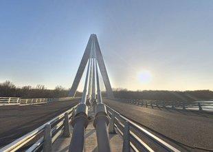 Osem let, 130 milijonov evrov, a most še vedno nima ceste