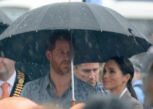 Princ Harry in Meghan sušnemu avstralskemu mestu prinesla dež