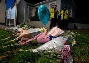 Skrušena družina umorjenega britanskega poslanca ljudi pozvala, naj opustijo ...