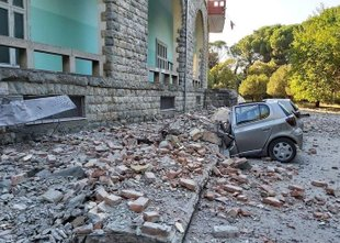 Albanijo stresel močan potres