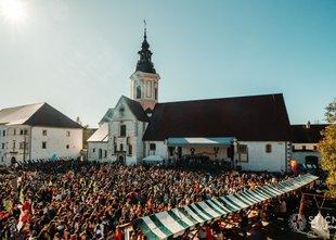 Mladi Slovenci med najbolj vernimi v Evropi