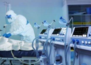 Zaradi kadrovske krize za zdaj 55 intenzivnih postelj, pritisk covid bolnikov ...