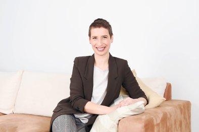 Jana Colnar – strokovnjakinja na področju razvoja veščin komunikacije, vodenja in prodaje