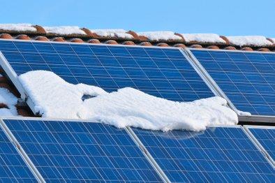 Kakovostnim sončnim panelom ne moreta do živega niti sneg niti toča.