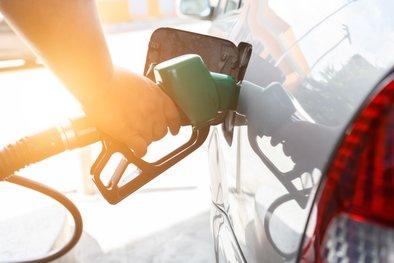 Ceni bencina in dizla gresta spet gor.