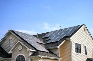 V kolikor vaša streha ni primerna za izgradnjo sončne elektrarne, boste od 1. maja po novi uredbi lahko koristili streho sosednjega objekta, če bodo izgradnjo dopuščale tehnične in zakonske omejitve.