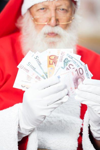 Višine božičnic se močno razlikujejo v različnih podjetjih. Ponekod zaposleni dobijo več kot 2000 evrov, drugod pa okoli 100, 200 evrov. Ponekod pa božičnic sploh ni.