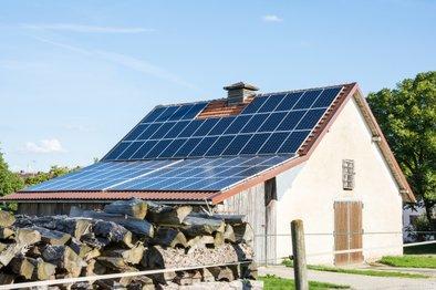 Pri odločitvi za postavitev domače mikro sončne elektrarne na ključ večino postopkov za investitorja opravi izbrani izvajalec.