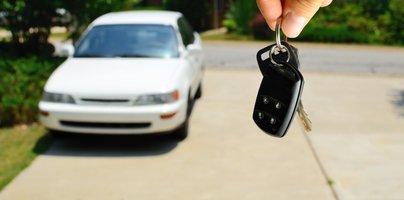 Ponarejeni računi, fiktivni kupci ... - tako skušajo utajiti davke ob uvozu vozil