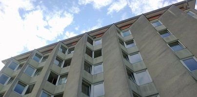 Postelj v študentskih domovih premalo, najemnine pri zasebnikih v večkratnike