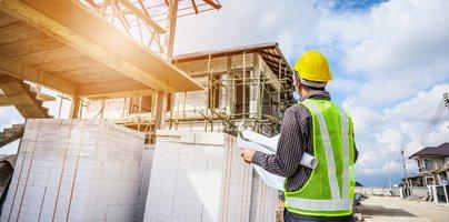 Podražitve in rekordno dolgi zamiki dobav, cene hiš pa v nebo