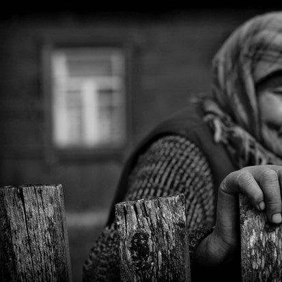 'Kontaminirani izobčenci': raje v neizprosno okolje kot med neizprosne ljudi